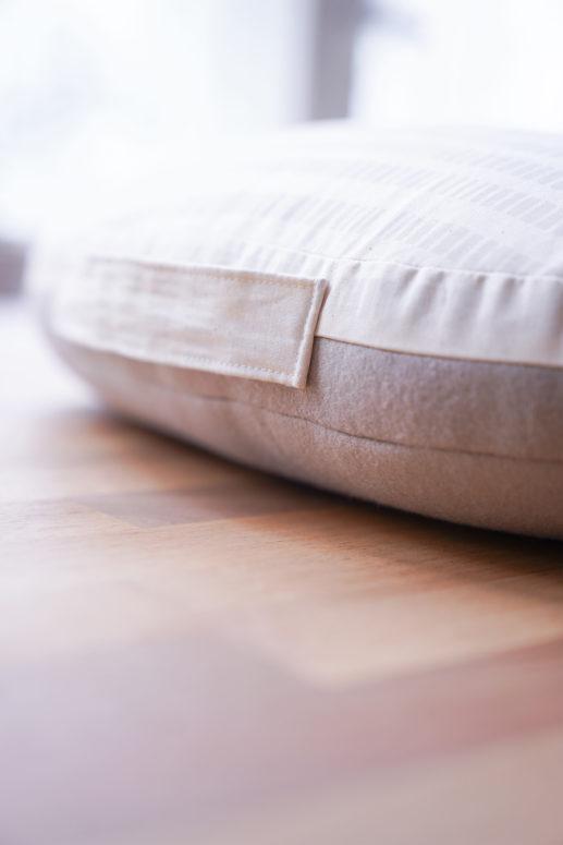 Das Bügelkissen des Schnittmuster Bügel Trio #profilicious hat eine glatte und eine flauschige Oberfläche für flexibles Bügeln
