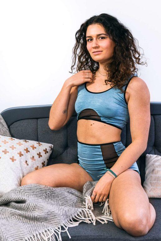 Bustier #yougogirl in mint-schwarz mit gerundetem Mesh-Einsatz unter der Brust