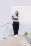 Swantje trägt das neue Schnittmuster Sneaker Hose #freeyourankles von Yes, Honey aus Kreppstoff