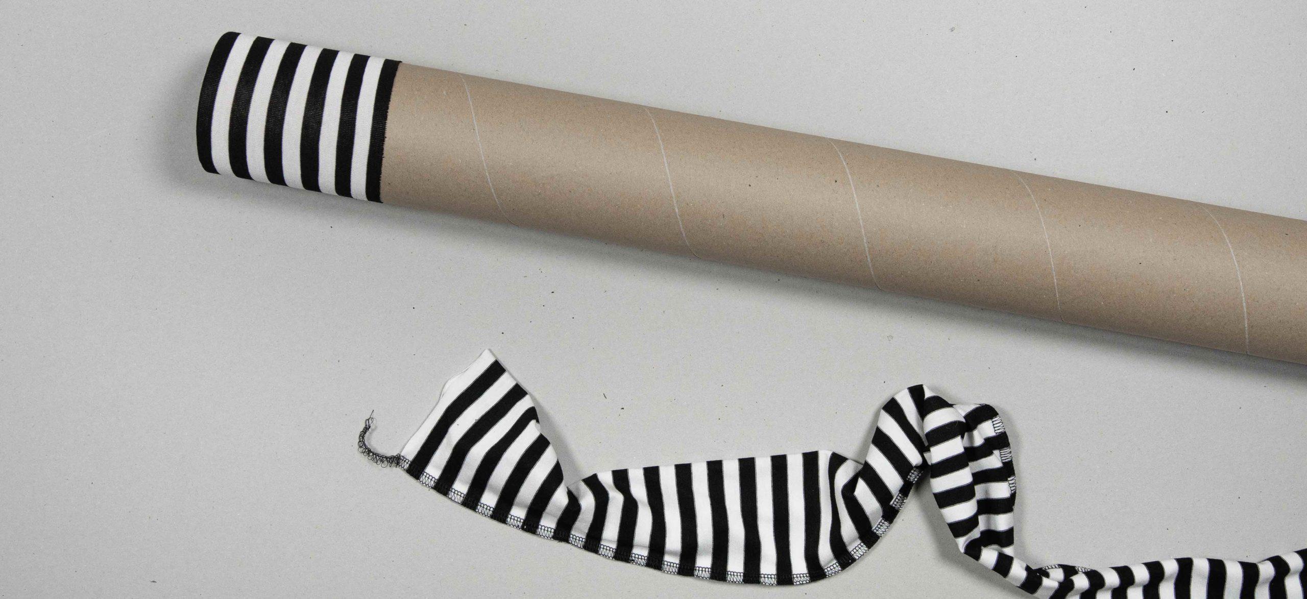 Schlauch mit Hilfe einer Pappröhre wenden